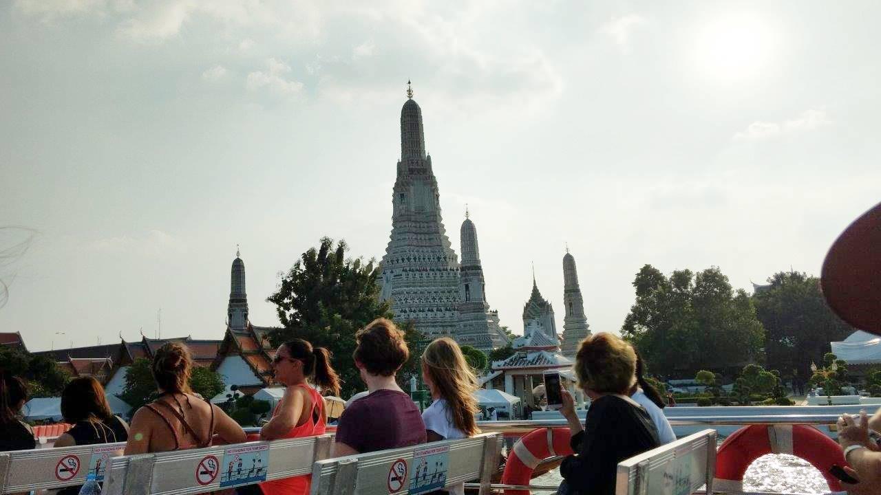 Pemandangan sepanjang Sungai Chao Praya