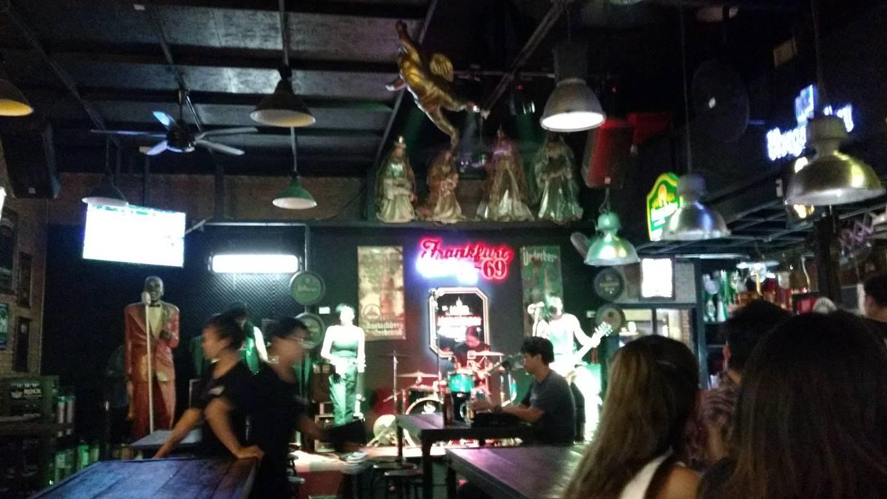 Rot Fai Night Market Bangkok